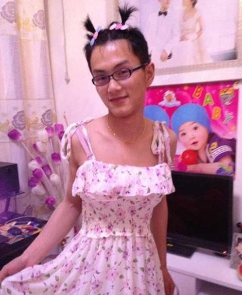 32張圖真的讓我下巴都掉了!睇到第7張的妹子我真的跪了!妹子的裙子都掉下來了...!,香港交友討論區