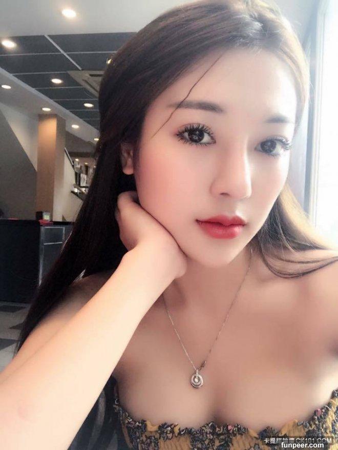 越南高冷系白皙美女一個眼神就會勾魂不宜久視唷!!